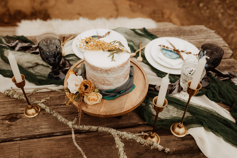 Elopement Photography, wedding cake and candles on table