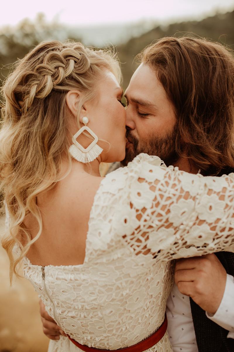 Elopement Photography, couple kissing