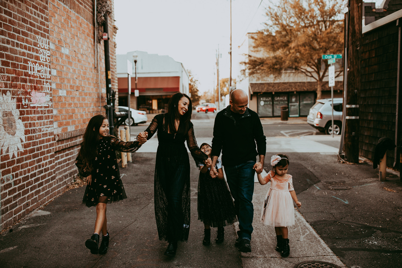 Family Photography, family of 5 walking down a city alley